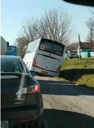 «Ужас просто»: приморцы обсуждают ситуацию с детским автобусом