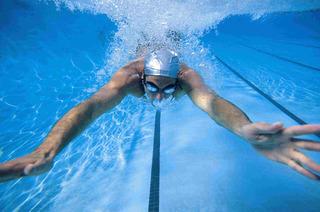 Залог здоровья и прекрасной физической формы: почему стоит заниматься плаванием?
