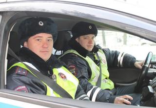 Полицейские в Уссурийске помогли жителям дома, в котором начинался пожар