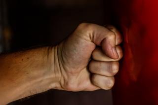 «Какой ужас»: видео драки с огромной крысой набирает популярность в Приморье