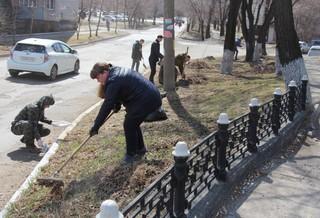 Сотрудники транспортной полиции на ст.Уссурийск вышли на городской субботник