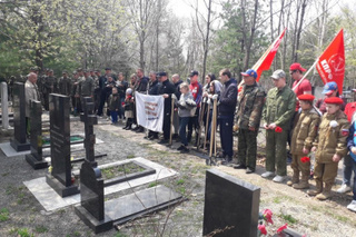 Добровольцы Уссурийска продолжают уборку памятных мест