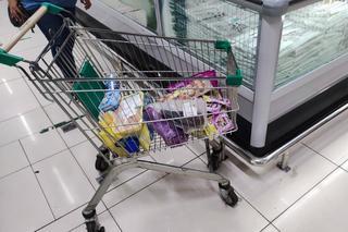 Житель Приморья зашел в «Ашан» и обомлел от цен на морепродукты