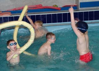 Уссурийские школьники получили возможность бесплатно посещать бассейн