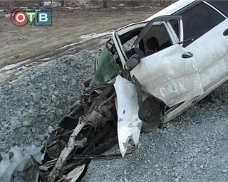 Три человека пострадали в столкновении трёх авто с бетонным блоком