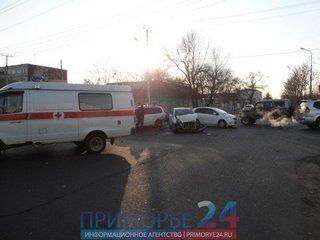 В Уссурийске столкнулись три автомашины