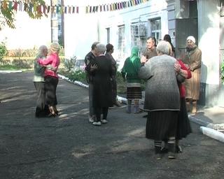 День пожилого человека в доме престарелых: веселый праздник с ноткой грусти