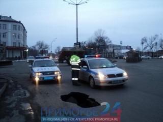 В Уссурийске в центре города произошел обвал дороги