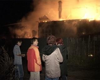 Четырёхквартирный дом едва не сгорел из-за халатного обращения с электроприборами