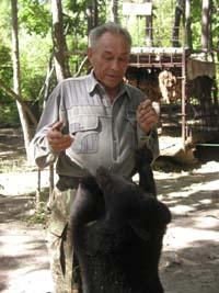 Медведи по-прежнему останутся под присмотром семьи пенсионеров Лещенко