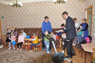 Студенты ПГСХА подарили больному малышу велотренажёр