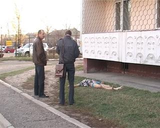 65-летний мужчина разбился насмерть, выпав из окна