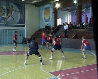 Две уссурийские команды прошли во второй круг кубка края по волейболу
