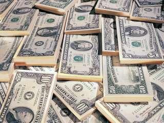 Двое студентов наладили выпуск американских долларов